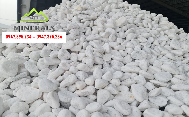 Sỏi màu trắng có kích thước từ 1 - 10 cm Được sơ chế và xử lý qua nhiều công đoạn